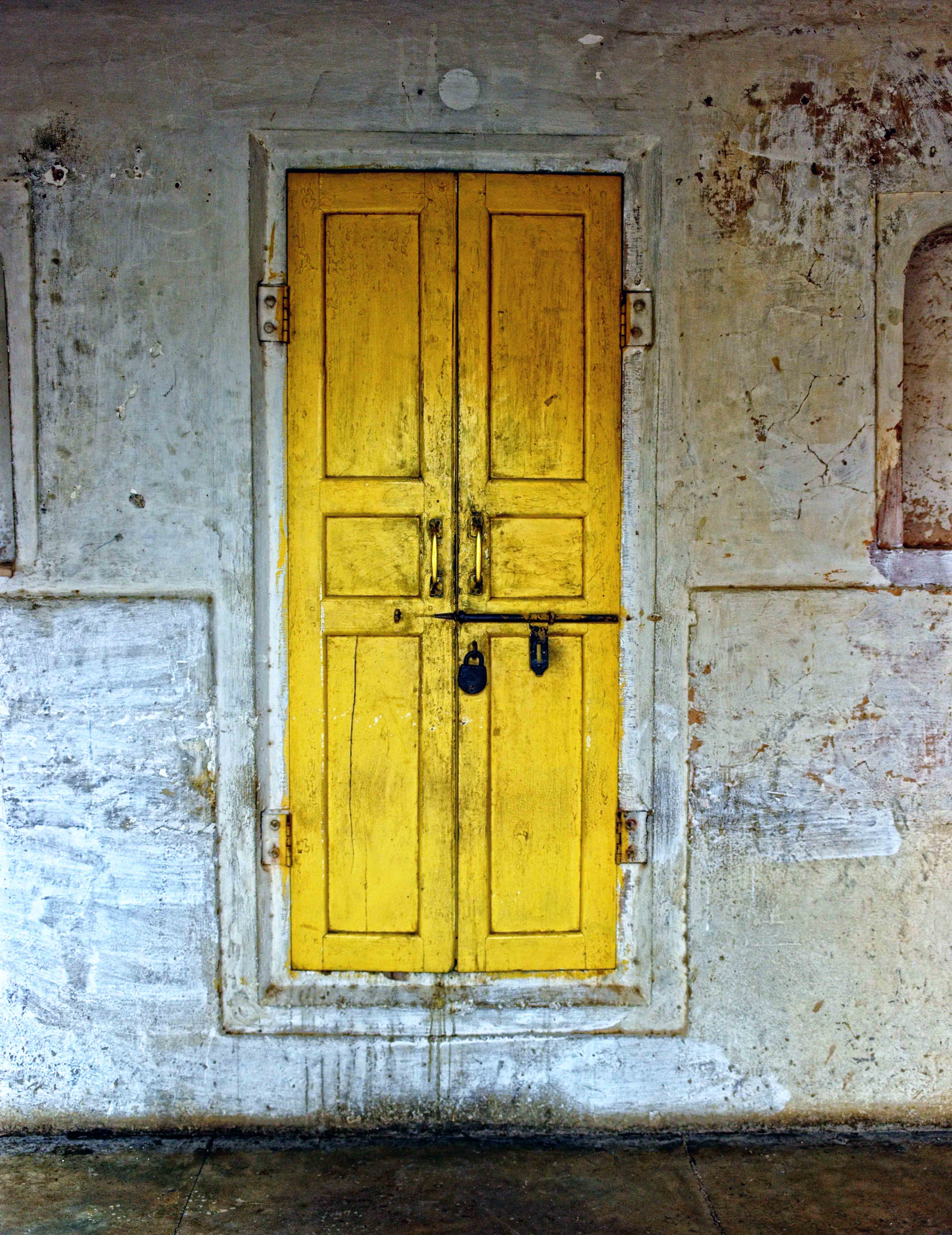 Yellow Door & Yellow Door | Images from Around the World - Pixel By Pixel pezcame.com